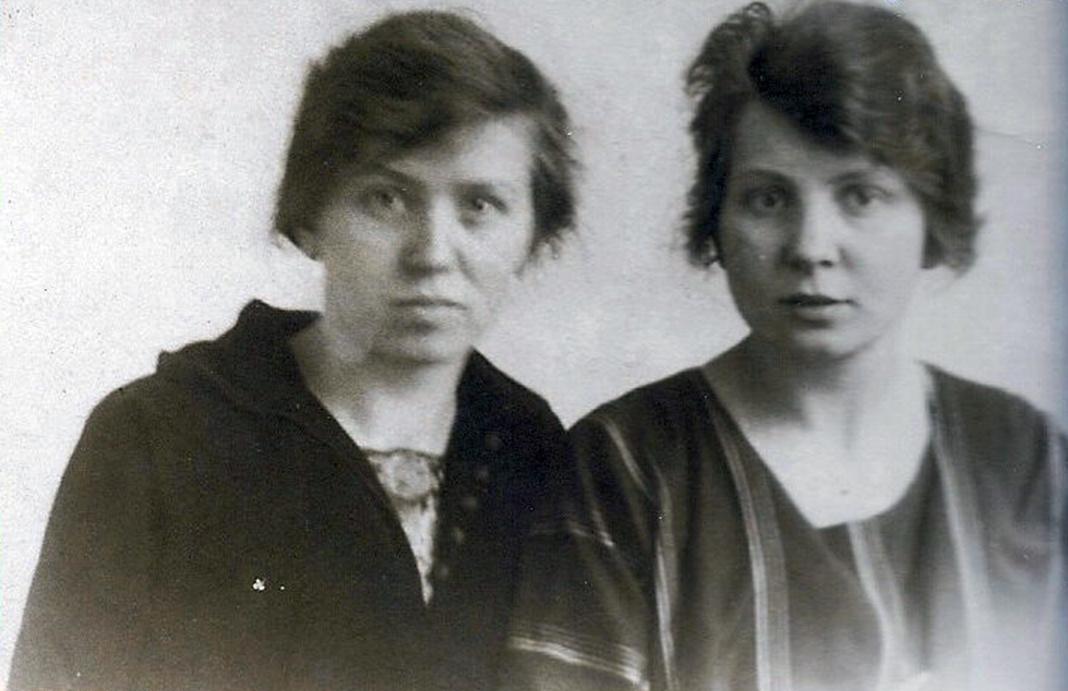 zussen Geertje en Wil(lemina) Diepenhorst)(1)