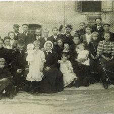 familie-bastiaan-van-dam-areke-streefkerk-25-jaar-getrouwd-anno-1908-bewerkt-02